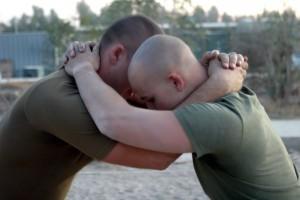 prise du clinch entre deux combattants